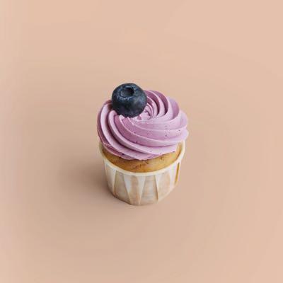 Cupcake mit süßen Heidelbeeren